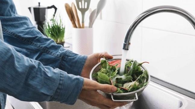 Meyve ve sebzeler nasıl yıkanmalı?